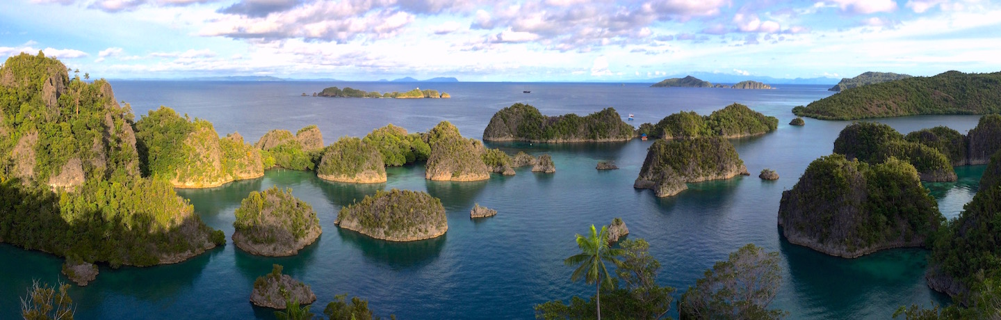 The Phinisi Charter vessel and liveaboard WAOW cruising, sailing and scuba diving in Indonesia Papua Barat Cenderawasih,  Lembeh Strait, Manado, Celebes Sea to Sangihe, Penemu outlook